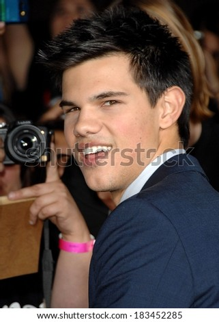 Taylor Lautner at THE TWILIGHT SAGA NEW MOON Premiere, Mann Village and Bruin Theaters, Los Angeles, CA November 16, 2009