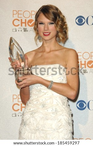 Taylor Swift in the press room for People's Choice Awards 2010 - PRESS ROOM, Nokia Theatre, Los Angeles, CA January 6, 2010