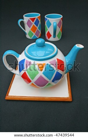 Teapot and mugs.