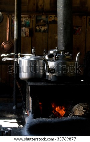 Teapot and pan on the stove
