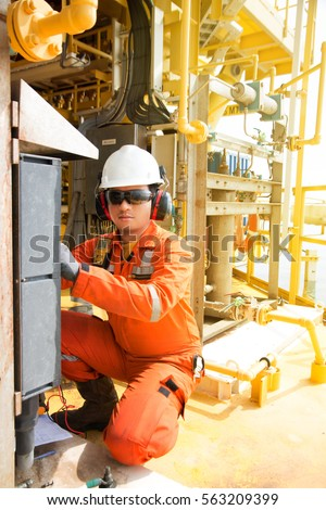 pneumatic technician Reliance specialise in pneumatic and electro-pneumatic control panels our expert technician has many years experience in the design and.