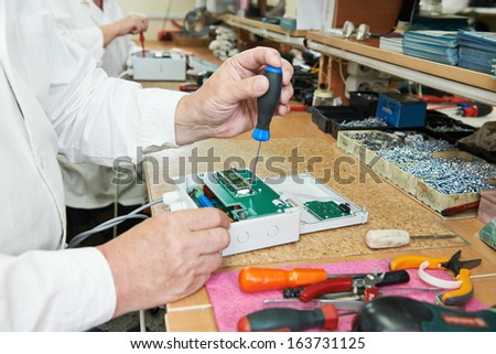 Technology process of microchip device assembling at manufacture