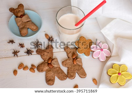 Teddy bear shaped cookies with almond.