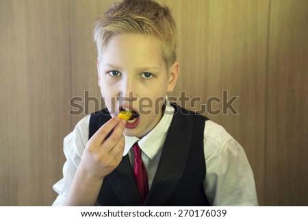 Teen eats a fastfood - stock photo