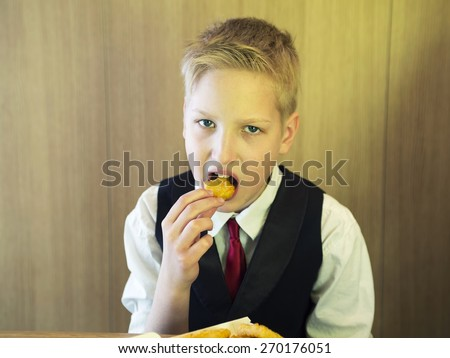 Teen eats a fastfood - stock photo