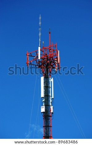 Telecommunication mast with sky
