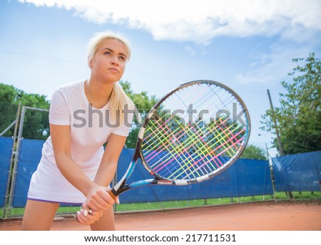 tennis player on focus, ready to defend