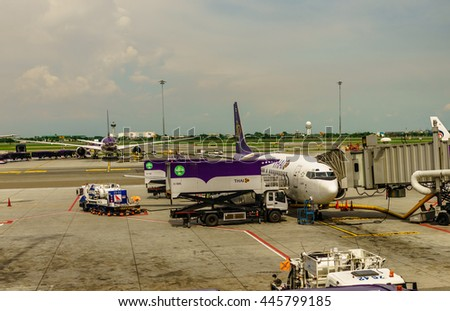 Thai airways B737-400 parked the parking bay with the catering truck at Suvannaphumi Bangkok airport on July 19 2016