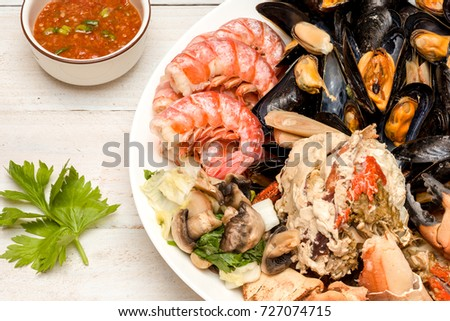 Thai dish with crab and mussels with a spicy spicy sauce