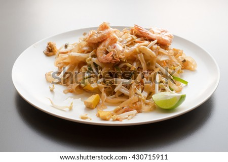 Thai Fried Noodle With Prawn (Pad Thai Gung Sod)