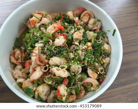 Thai spicy shrimp salad with vegetable and herbs
