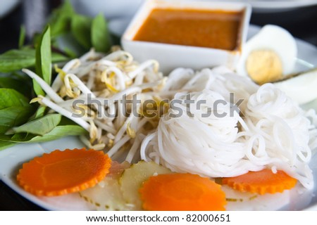 thai style noodle with vegetables and boiled egg