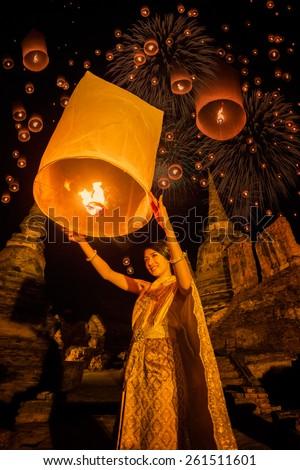 Thai woman floating lamp in Wat Phrasisanpetch at Ayutthaya,Thailand - stock photo