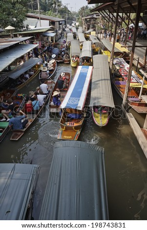 Thailand, Bangkok: 14th march 2007 - boats at the Floating Market - EDITORIAL