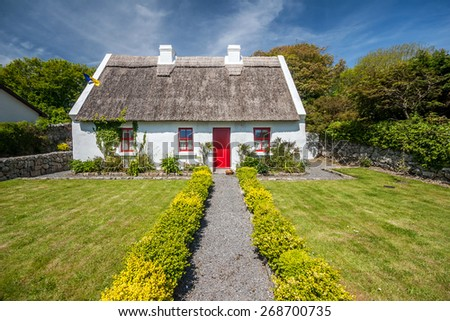 Thatch roof cottage, ireland - stock photo