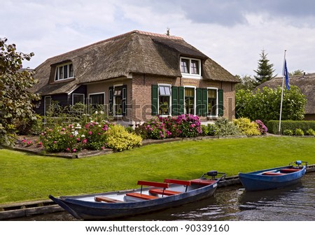 Thatched house and beautiful garden  in Giethoorn - stock photo