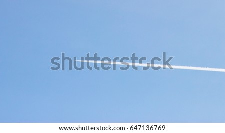 The aircraft in the sky, a white stripe from the aircraft
