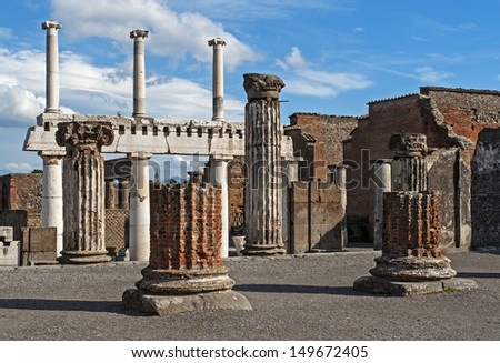 The antique ruins of the city Pompeji near Naples in Italy