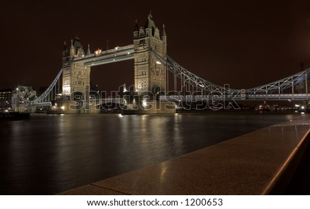 The bascule Tower bridge in London, Night Scene over the Thames