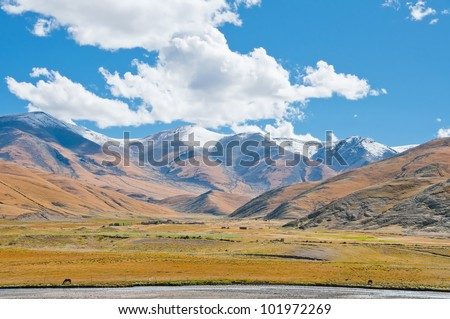 The beauty of the valley of the Tibetan plateau
