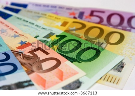 "The ""big"" Euro banknotes, close-up with shallow depth-of-field; focus on the 100 Euro banknote"