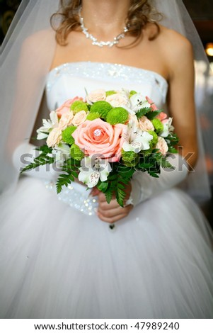 The bride keeps her wedding bouquet, wedding ceremony