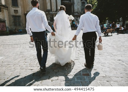 The bride with groomsmen go to church