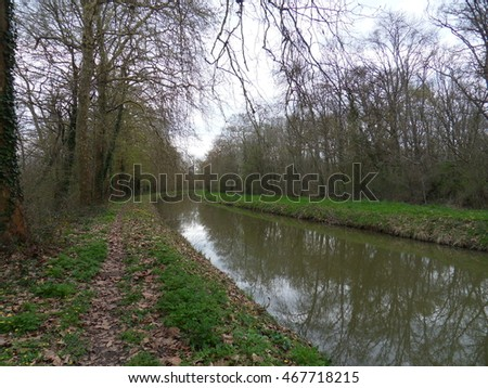 The canal at the beginning of spring