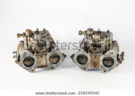 the carburetor with its valves of the combustion engine