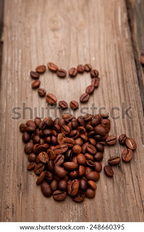 the coffee beans and coffee cup on wooden background