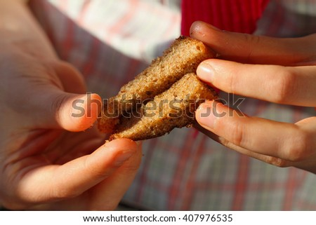 the daughter's hands with rye crispbread