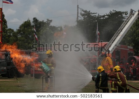 The demonstration, firefighters, sprayed water to extinguish the fire, spray water distribution, outdoors.