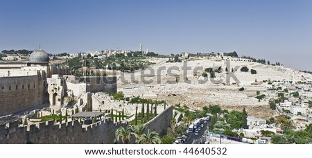 The dome of the Al-Aqsa Mosque and the Mount of Olives seen from the wall of the Old City