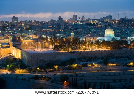The dome of the rock and the al-aqsa mosque (left) on the temple mount in the twilight in Jerusalem - stock photo