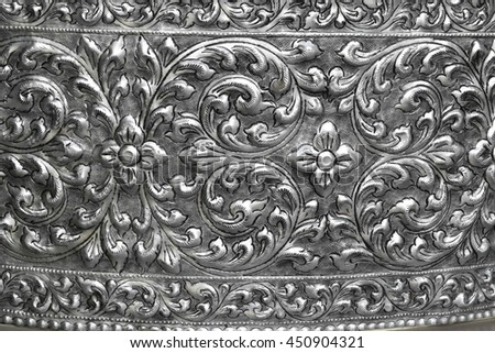 The floral pattern on silver metal plate.