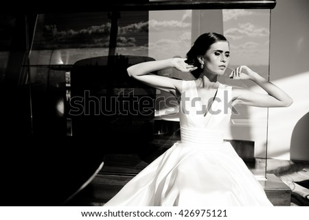 The gorgeous bride sits in the restaurant