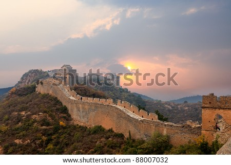 the great wall of china in sunset