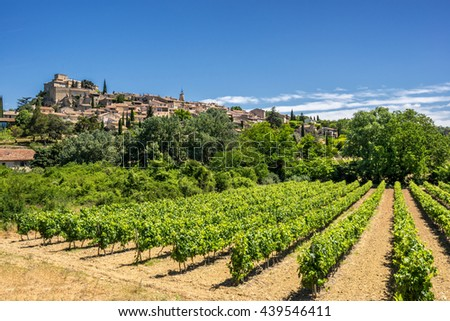 The hill top village of Ansouis in the Luberon a key area of vineyards in Provence - stock photo