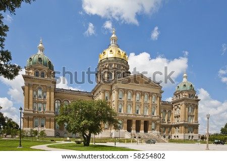 The Iowa State Capitol is the state capitol building of the U.S. state of Iowa. Housing the Iowa General Assembly, it is located in the state capital of Des Moines at East 9th Street and Grand Ave. - stock photo