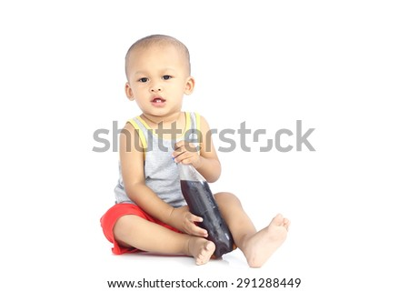 The kid playing with bottle