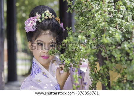 the little girl in traditional Japanese kimono