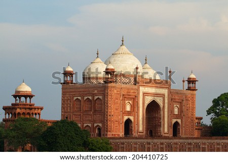 The majestic guesthouse (mehmankhana) facing the stunning Taj Mahal in Agra, Uttar Pradesh, India - stock photo