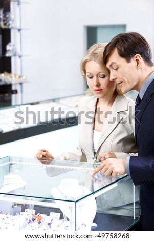 The man specifies to the woman in a jewel in shop - stock photo