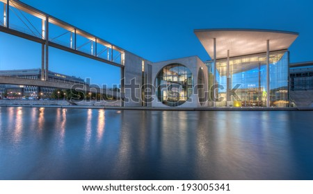 The Marie-Elisabeth-Lueders-Haus and skybridge in Berlin's government district at night.