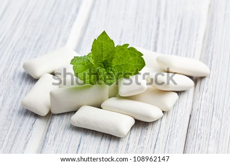 the mint leaves and the chewing gum