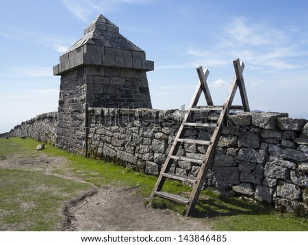 the mourne wall and stone hut on slieve meelmore - stock photo