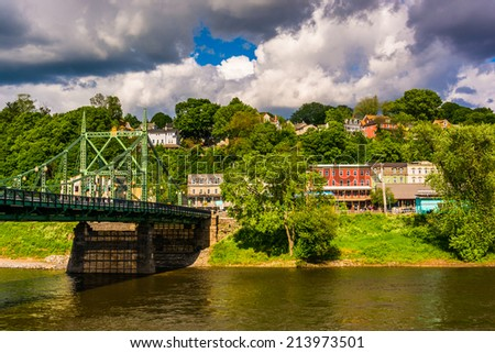 The Northampton Street Bridge over the Delaware River in Easton, Pennsylvania. - stock photo