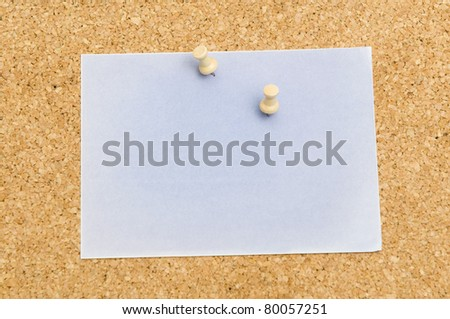 The note paper nail on the cork board