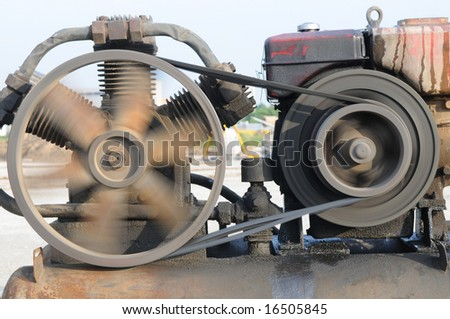 The old engine with flywheel rotating