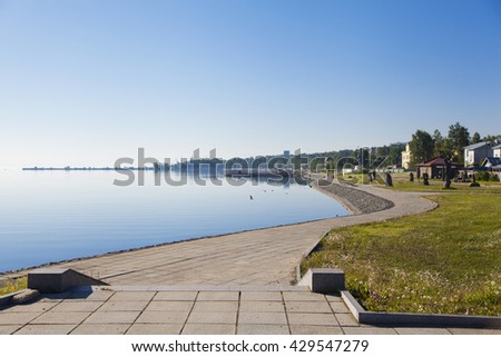 the pavement along the shore of lake Onega